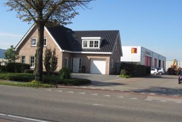 Woning met bedrijfshal te Roosendaal
