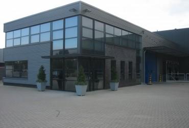 Kantoor met bedrijfshal, logistieke sector te Zevenbergen